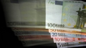Euro keeps crashing after EU Central Bank announced printing €1.14 trillion over the next two years
