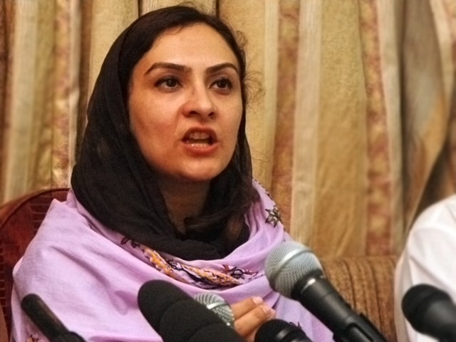Marvi Memon holds sit-in for release of arrested IDPs in Bannu