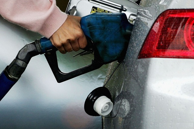PM Nawaz announces reduction of Rs 9.66 per litre in petrol price