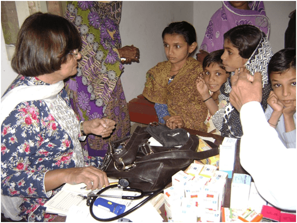 Writer checking up children in Paat