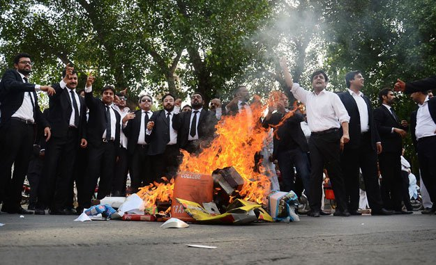 Shahbaz vows judicial inquiry into Daska incident as lawyers` protest continues