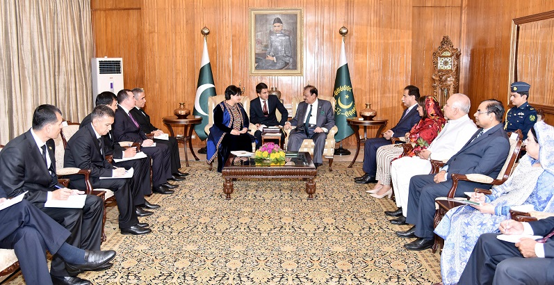 PRESIDENT MAMNOON HUSSAIN IN A MEETING WITH THE CHAIRPERSON OF MAJLIS (PARLIAMENT) OF TURKMANISTAN LED BY MRS.AKJA NURBERDIYEVA AT AIWAN-E-SADR ISLAMABAD AUGUST, 03, 2016. SPEAKER NATIONAL ASSEMBLY SARDAR AYAZ SADIQ IS ALSO PRESENT ON THE OCCASION.