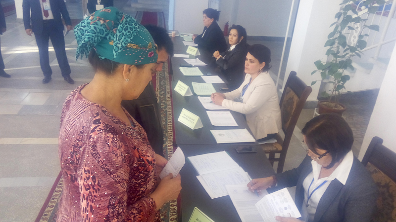 Voters started reaching early morning to cast their votes in Bukahra District of Uzbekistan